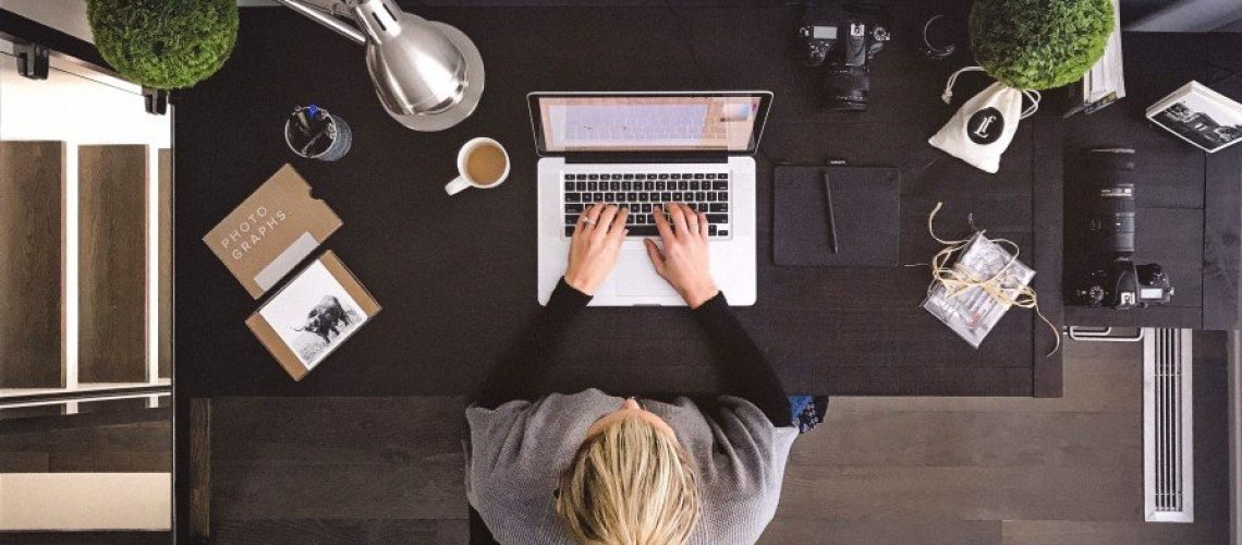 woman-working-from-home-office_t20_doX379